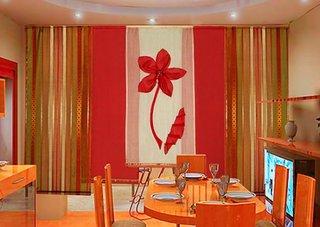 Draperii rosii bucatarie