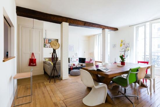 Masa de lemn scaunecu scaune modele si culori diverse