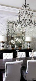Zona de dining cu candelabru