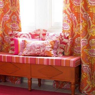 Draperie in culori aprinse cu model paisley