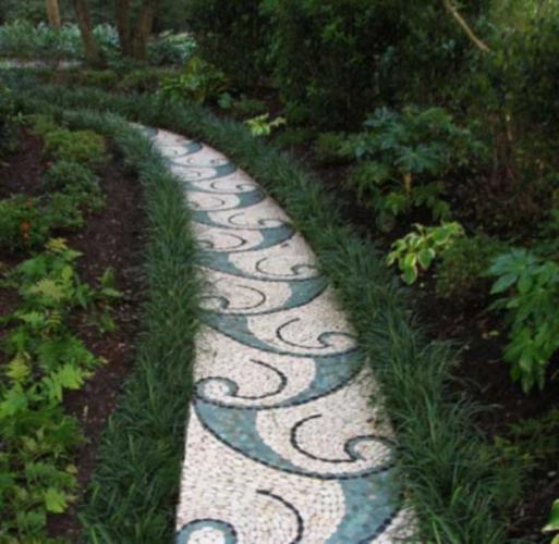 Alee cu mozaic alb cu verde