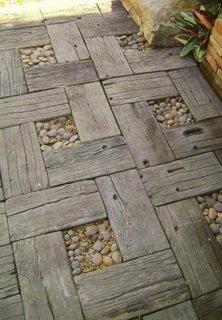 Alee pentru gradina in combinatie de lemn si piatra