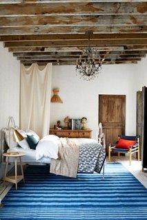Folosirea grinzilor din lemn natural pentru un decor inedit