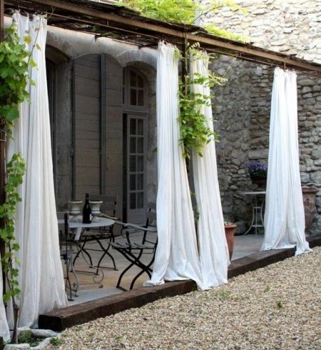 Terasa cu pergole si materiale textile fine