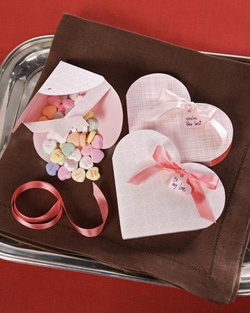 Cutie marturie in forma de inima cu bomboane