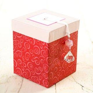Cutie pentru impachetarea unui cadou de ziua indragostitilor