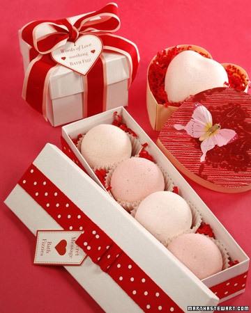 Cutii pentru daruri cu bomboane