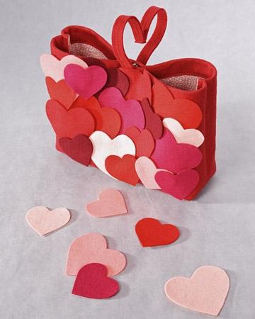 Punguta pentru cadou decorata cu inimioare
