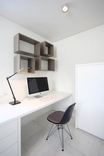 Birou amenajat in stil minimalist