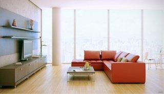 Canapea rosie din piele intr-un living decorat in stil minimalist