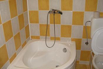 Amenajare baie nisipul insorit | Culoarea galbena