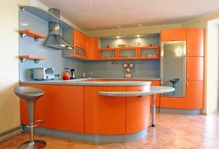 Bucatarie moderna cu decor portocaliu