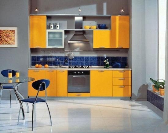 Design gri portocaliu in bucatarie