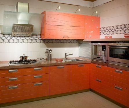 Mobila bucatarie cu fronturi portocalii 3D