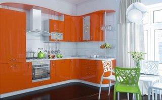 Mobila cu finisaj lucios portocaliu cu alb