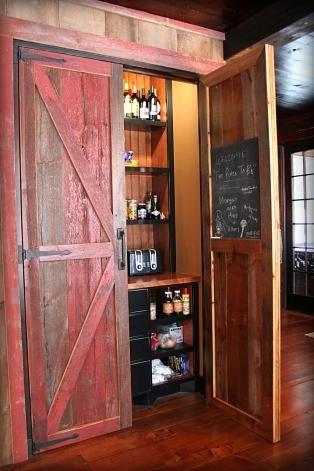 Debara cu usi pentru hambar reamenajata intr-un bar