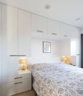 Dormitor mic cu mobila alba