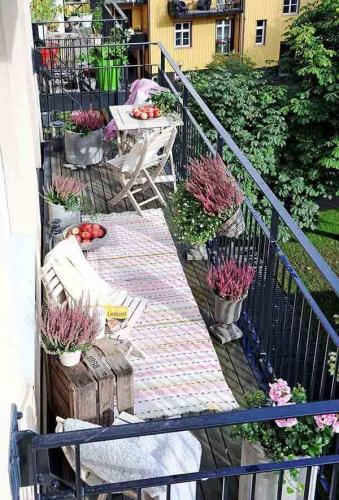 Balcon la etaj transformat in terasa