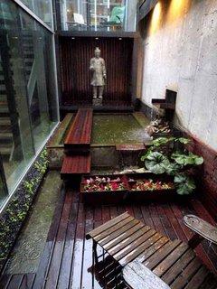Idee amenajare curte in spatele casei mica si ingusta in stil asiatic