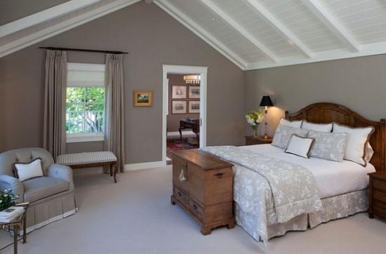 Combinatie de modern si rustic pentru amenajarea unui dormitor