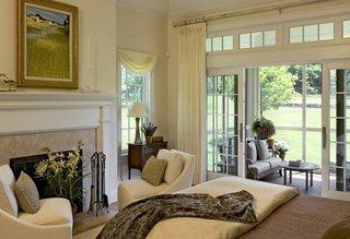 Dormitor cu iesire pe terasa cu usi in stil francez
