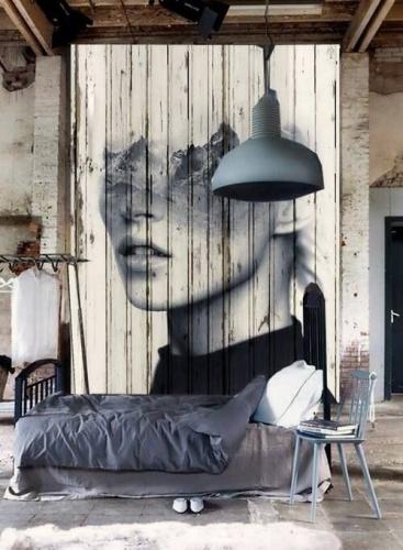 Delimitare dormitor printr-un parapet de lemn pictat