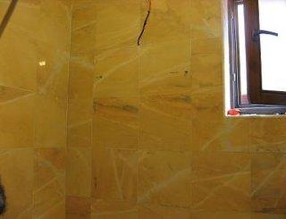 Suruburile suportului au fost fixate in perete
