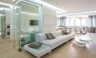 Decor modern minimalist living alb cu sticla
