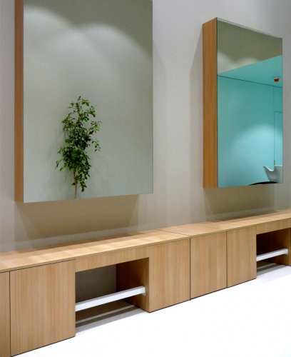 Mobilier din lemn matur pentru salon de coafura