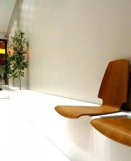 Scaune design modern pentru zona de asteptare clienti in salon