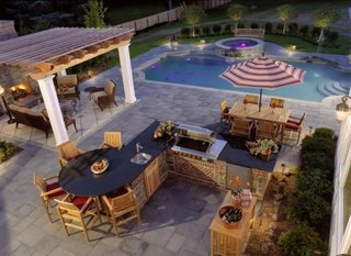 Terasa cu piscina si pergola acoperita