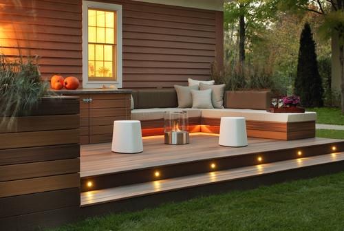 Terasa in aer liber placata cu textolit si mobilier minimalist