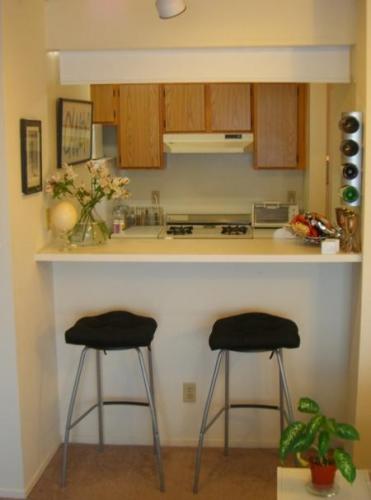 Bucatarie amenajata intr-un mic apartament studio