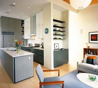 Despartire prin perete cu etajere din rigips a bucatariei de living