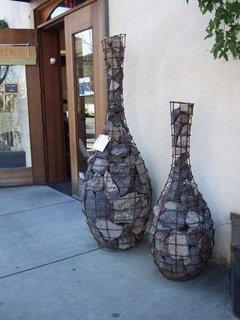 Ghivece decorative din gabioane pentru usa intrare