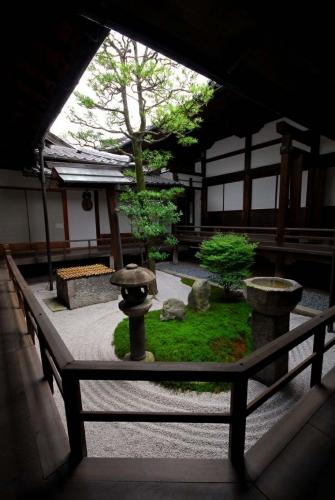 Curte interioara amenajata in stil japonez