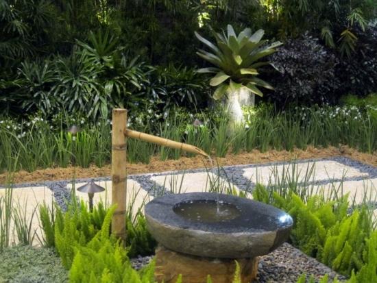 Fantana de gradina decorativa din piatra si bambus