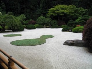 Pietris si iarba pentru decor minimalist gradina