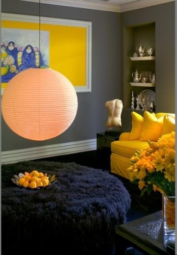 Combinatie de galben si pruna pentru un interior modern