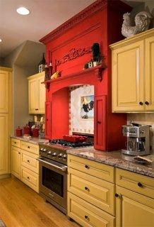 Mobila galbena pentru bucatarie cu rosu