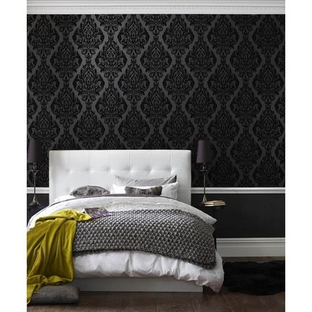 Dormitor cu tapet negru si pat alb
