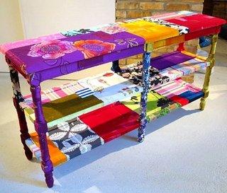 Consola pentru hol tapitata cu petice colorate