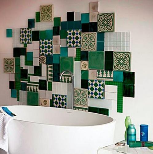 Patchwork deco arta murala pe peretele din baie