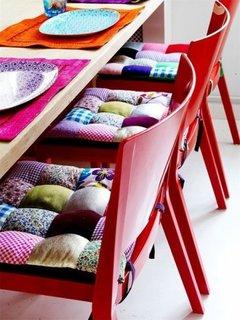 Perne decorative pentru scaune executate din petice