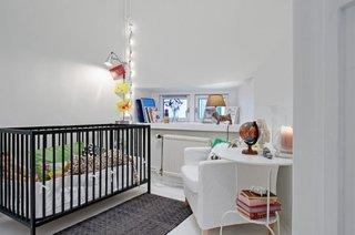 Camera bebelus alba si patut negru