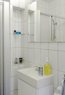Apartament mic si delicat amenajat foarte practic for Amenajare baie garsoniera