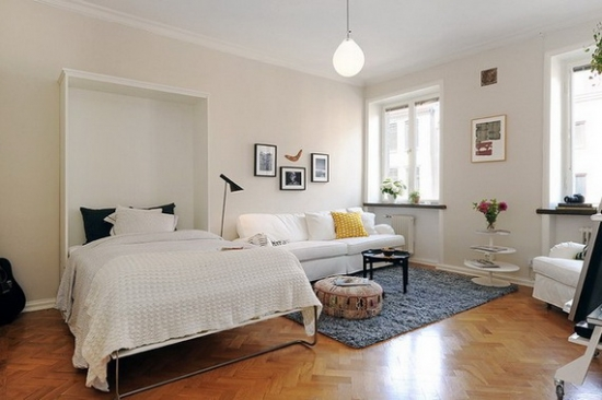 Vedere pat rabatat si living transformat in dormitor