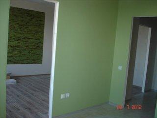 Apartament studio zugravit cu verde si alb