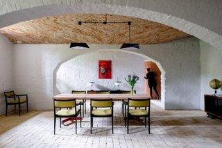 Apartament cu pereti arcada fara usi interioare