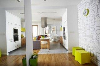 Apartament alb cu accente galbene